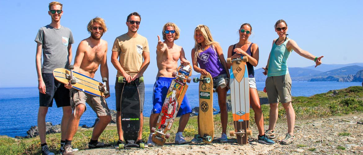 Camino Surfcamp Galicien Skateboard Longboard Crew with Ocean in the Background